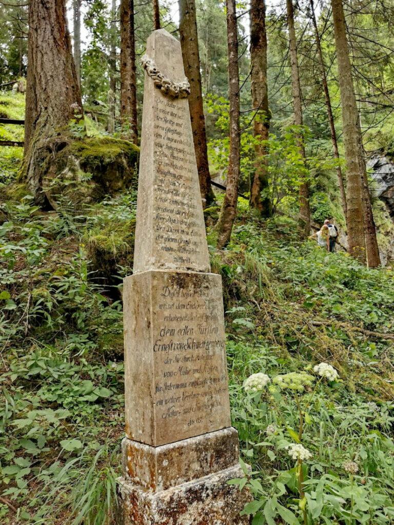 Das Gollinger Wasserfall Denkmal zu Ehren Ernest Fürst von Schwarzenberg