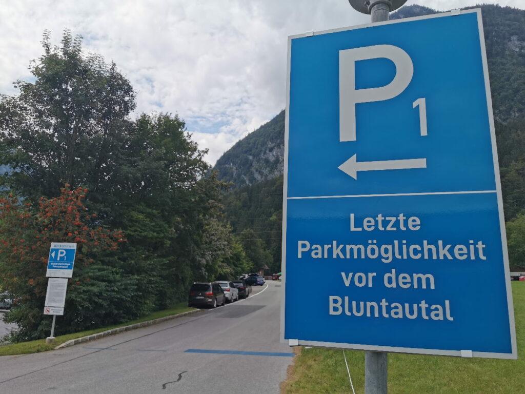 Das ist der Bluntautal Parkplatz in Golling