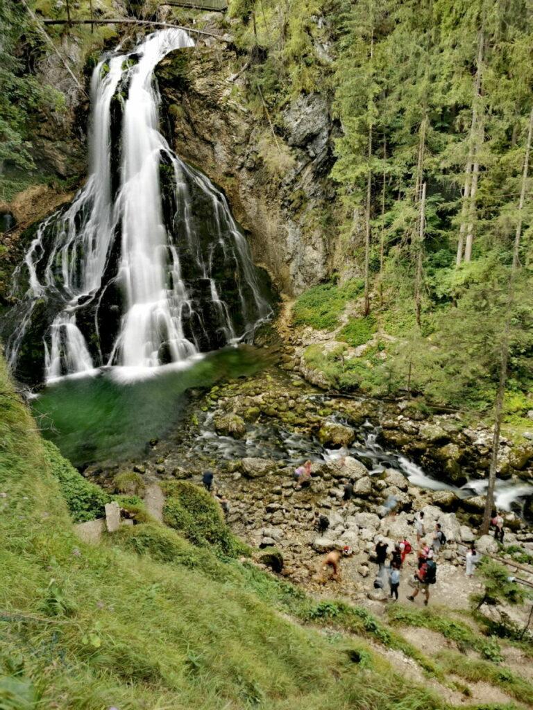 Blick auf die Wasserfall Arena mit Gollinger Wasserfall